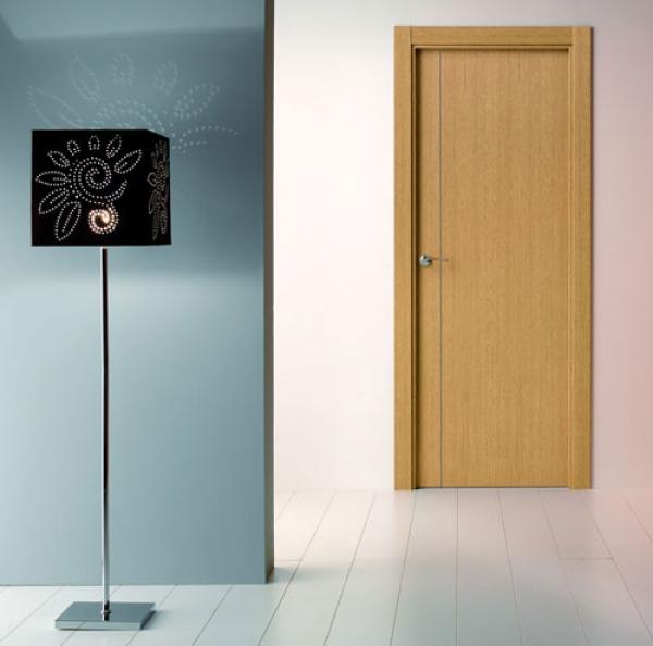 Puerta de interior moderna modelo 7100 puertas calvo for Modelos de puertas de madera modernas